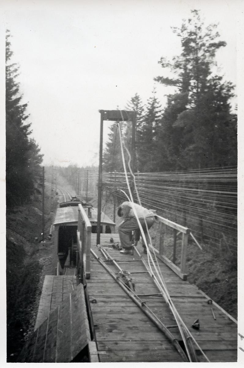 Ledningsmontage av linje inför Elektrifiering, Katrineholm - Åby.