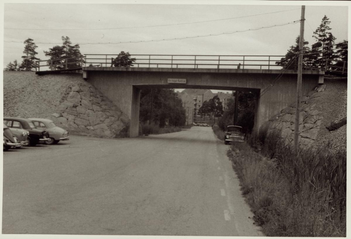 Vägport över vägen till järnverket i Oxelösund.