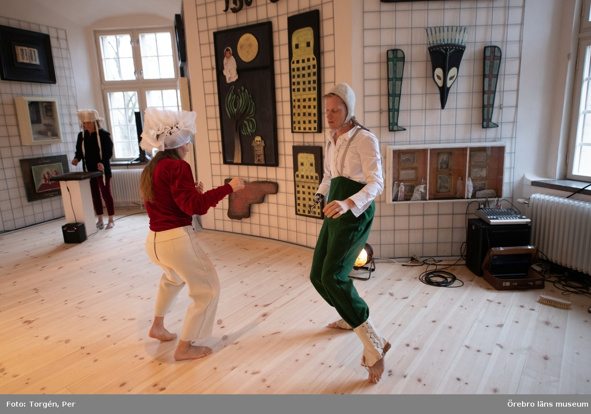 """Bilder från en dans performance – Genius Loci - skapad av Jan Håfströms sambo Lotta Melin för detta tillfälle, vid invigningen av Jan Håfsträms utsällningen """"Barnet i tornet""""."""