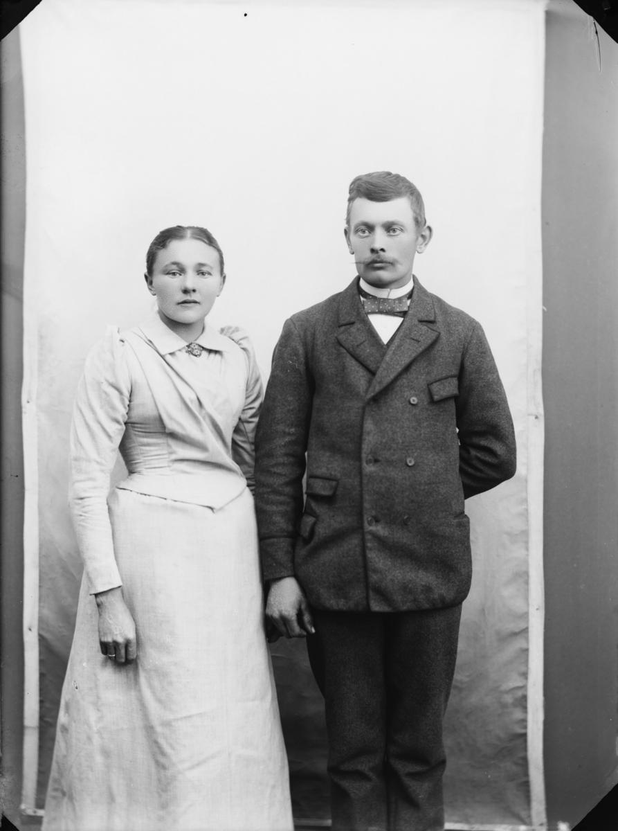 Garver Ole Myhr i Vaalebro (Ringebu) med kone