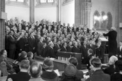 SCA-kören sjunger i GA-kyrkan då avgående direktör Axel Enst