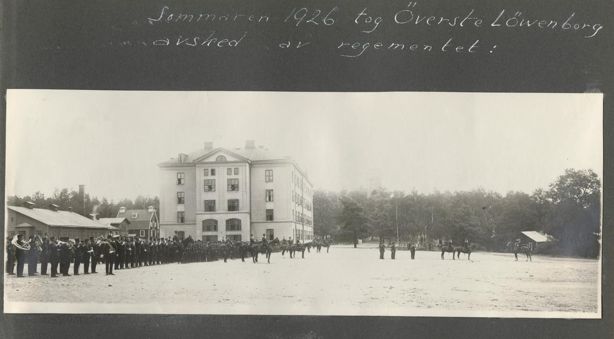 """Bildtext: """"Sommaren 1926 tog överste Löwenborg avsked av regementet."""""""