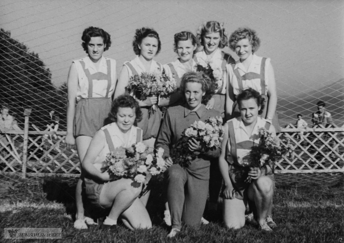 Bilder tatt i forbindelse med åpningen av Rivalbanen 04.09.1949. .Den gamle Rivalbanen lå der flyplassen på Årø ligger i dag.