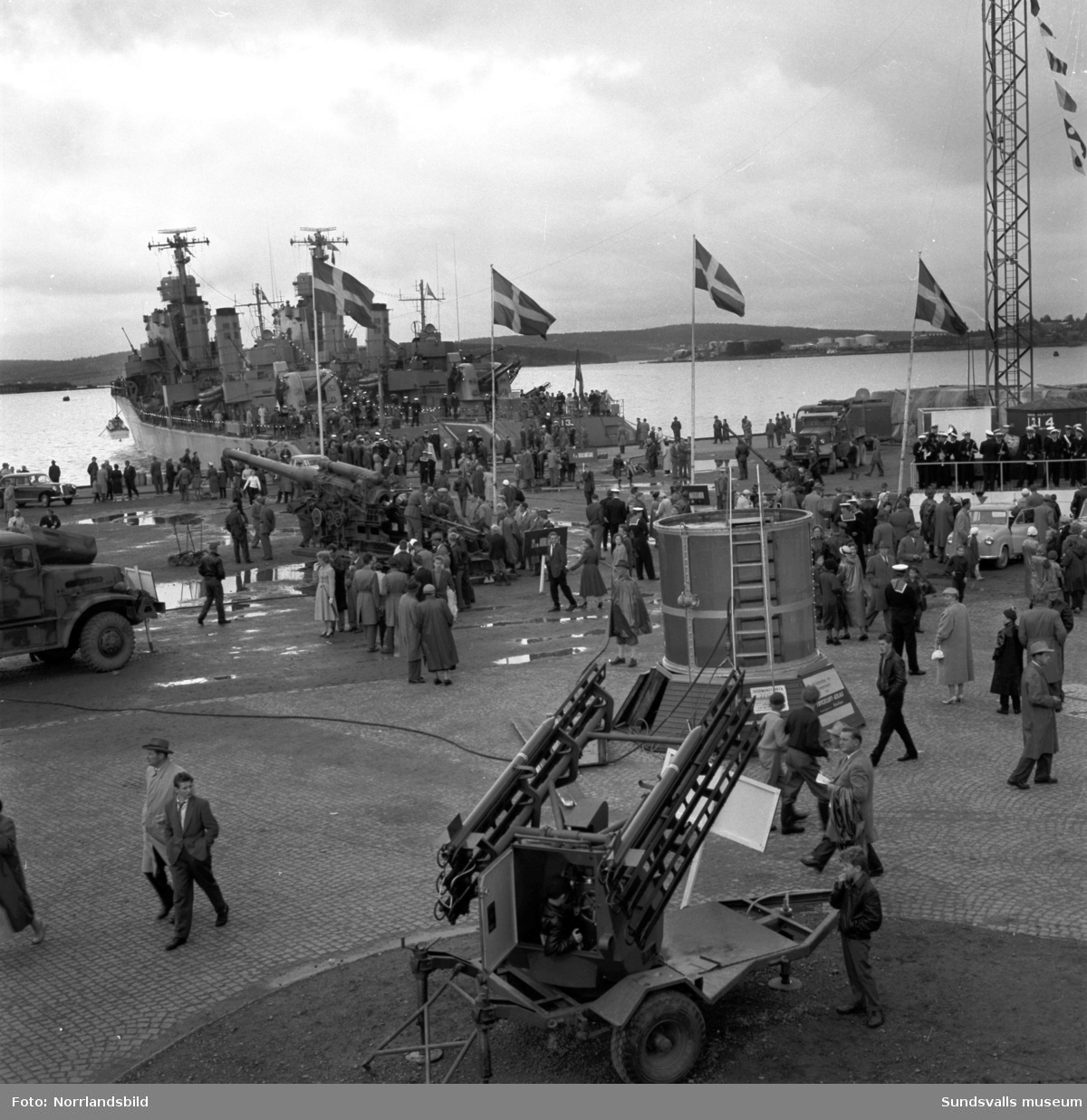 Folkfest i hamnen då flottans höstövning Operation Nordkust invigs i Sundsvall.