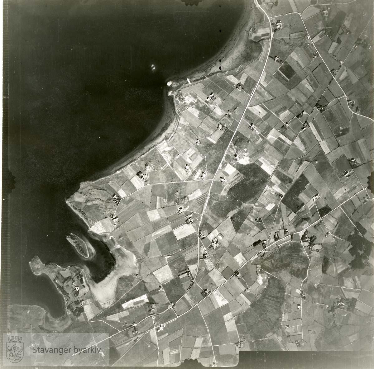 Jfr. kart/fotoplan D26/451..Se ByStW_Uca_002 (kan lastes ned under fanen for kart på Stavangerbilder)