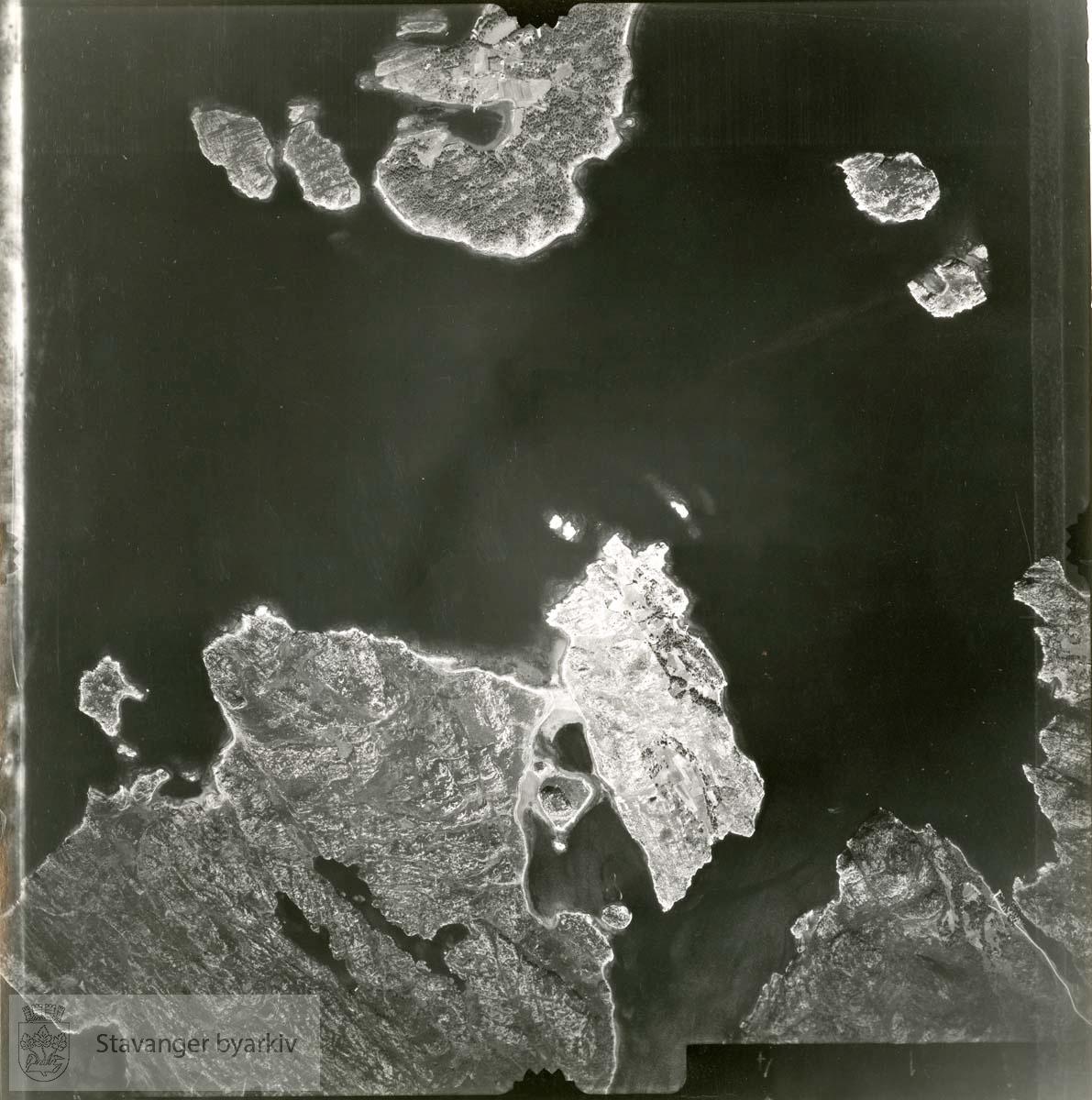 Jfr. kart/fotoplan H25/614..Usken, Bukkholmen, Tyttebærholmen, Kalvøy, Store Teistholmen, Litle Brattholmen..Se ByStW_Uca_002 (kan lastes ned under fanen for kart på Stavangerbilder)