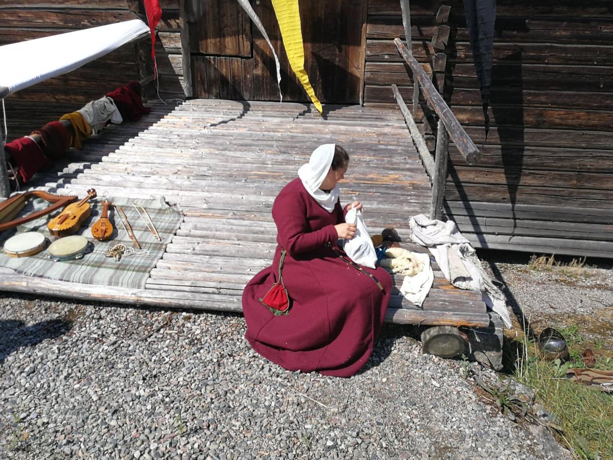 Middelalder dag - sydame (Foto/Photo)