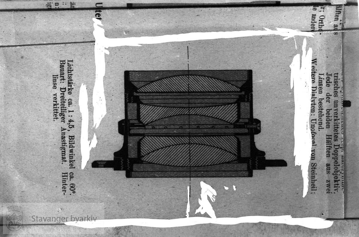 Fra bok om fotografering og/eller optikk?.....Arkivene til Gard Paulsen og Hans Henriksen ble avlevert sammen. Det er dermed noe usikkert hvem som egentlig er fotograf. Enkelte bilder kan ha blandet seg.