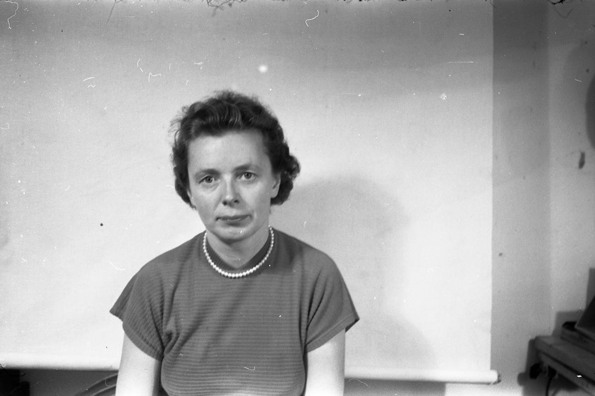 Kvinneportrett - Antatt Betzy Emilie Staff Staff. April/mai 1956.