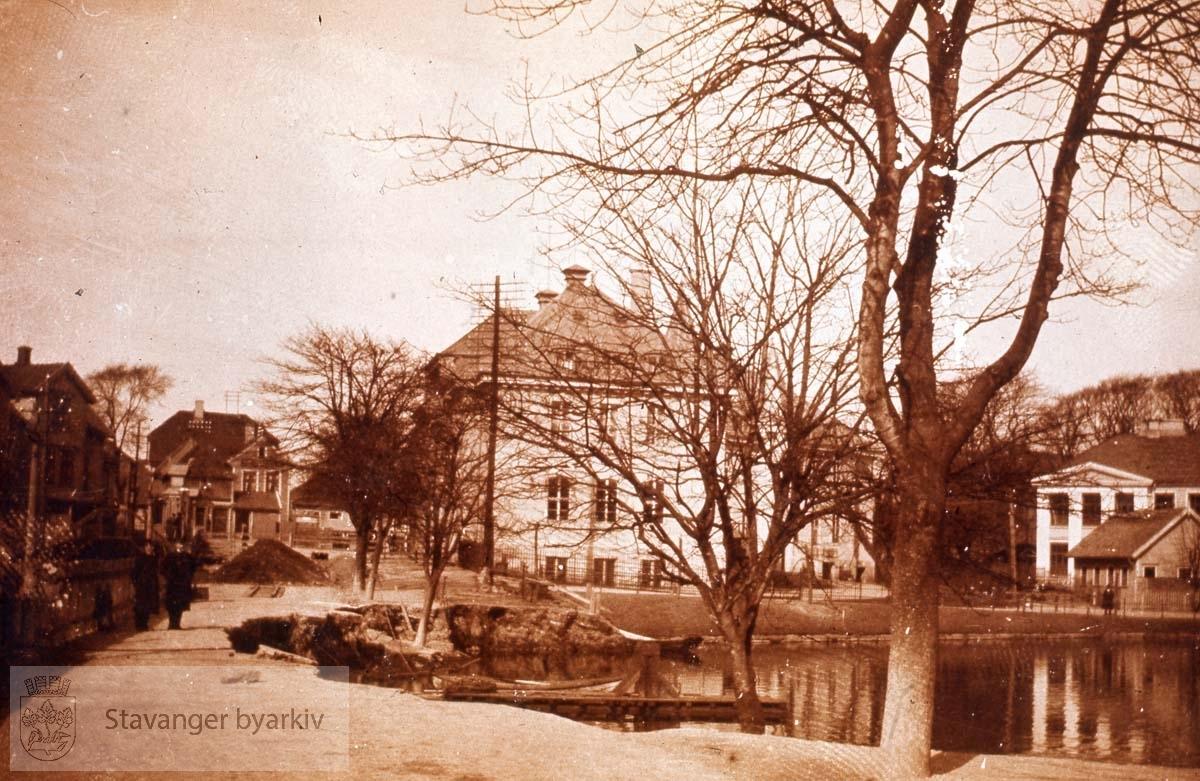 Breiavannet 1914.Posthuset og Kongsgård i bakgrunnen