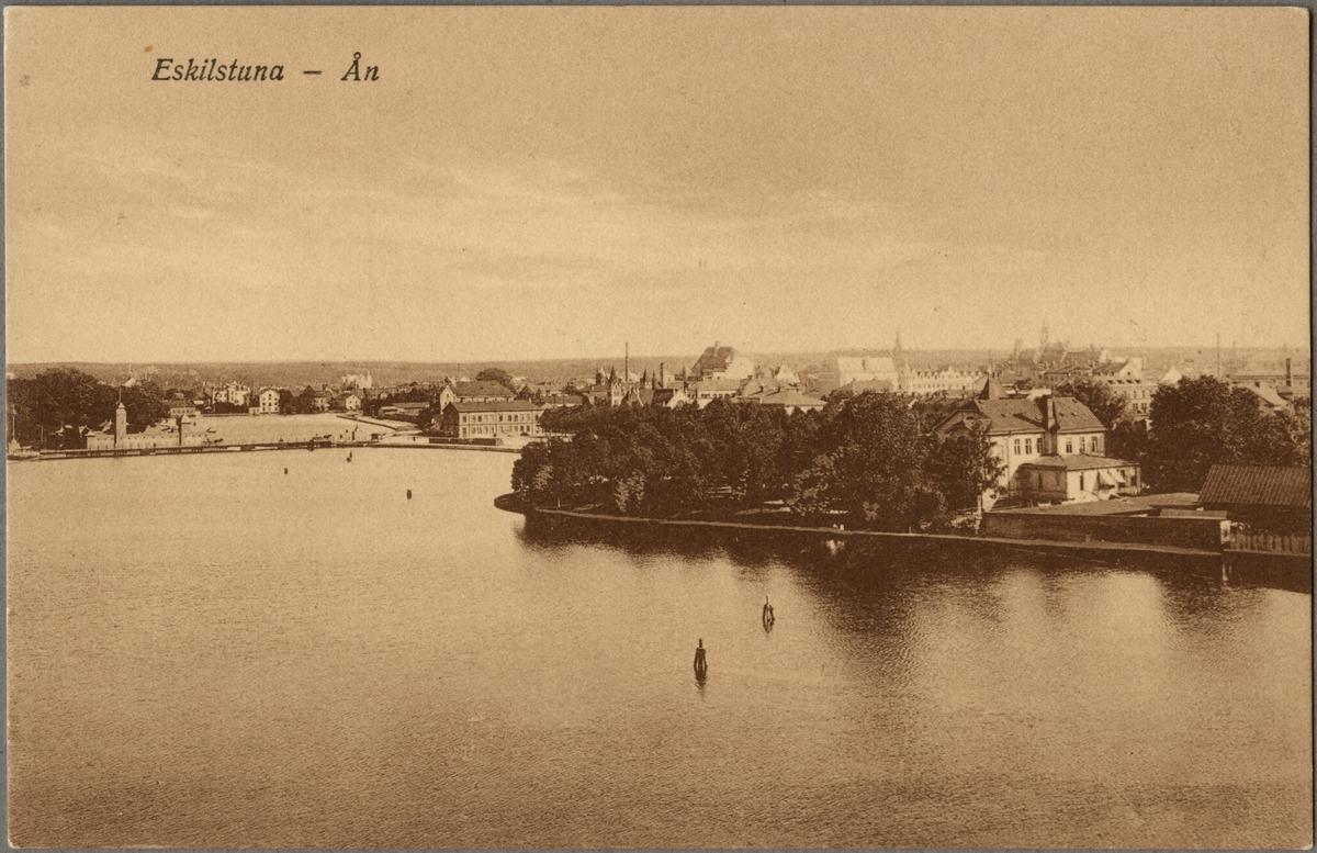 Vy över Eskilstuna och Eskilstunaån.