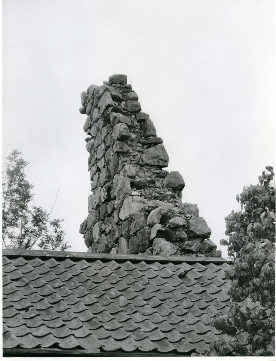 Badelunda sn, Furby. Furby kyrkoruin före renoveringen, 1957.