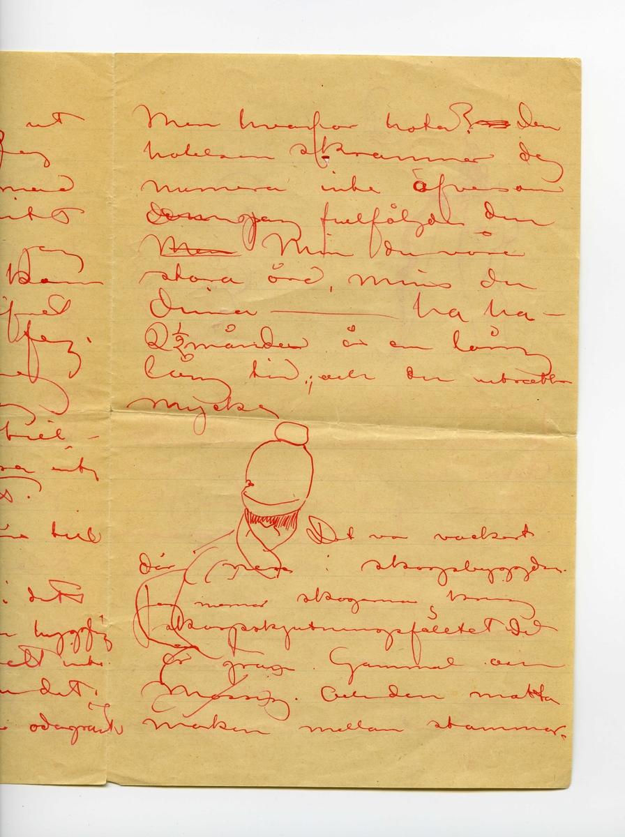 Brev odaterat från John Bauer till Ester Ellqvist, bestående av fem sidor skrivna på båda sidor av ett större vikt pappersark samt på ena sidan av ett mindre. Huvudsaklig skrift handskriven med röttbläck. Namnunderskrift saknas. Handstilen tyder på John Bauer som avsändare. På tredje sidan finns en skiss som delvis är ritad över texten. På fjärde sidan flera skisser över texten föreställande en halv kropp bakifrån från midjan ned, en pilbåge samt tre ansikten. På första sidan finns en stor vattenfläck, vilken gjort flera ord svår- eller oläsliga. Även på sista sidan finns en fläck, men här är ordet bakom fortfarande läsligt.  . BREVAVSKRIFT: . [Sida 1] Esther! Det är lördagskväll. Jag har permis[tiön?] till kl. 11. och jag sitter naturligtvis på Ateljen. Tregrenaljus brinner och och utanför står en stor [överstruket: ble] gulblek halfmåne. Det ligger tät dimma ofver sjön och my- ren lägsnt inåt skogen Månen lyser på [utplånat ord] och den höjer och sänk[utplånade bokstäver] sej delar [överstruket: på] sig och [suddiga bokstäver: löper[?]] åter [?] tillssamman, men det är nog ändå bara dimma. I går kommo vi hem från skarpskjutningen . [Sida 2] Om tisdag [överskrivet: far och går] jag ut i Östgöta kriget. Jag går med friskt mod att strida för mitt batteris ära, men jag vill änd [?] kom ma hem med lifvet Tycker du jag är feg. [?] – låt mej vara det för jag vill komma till- baka om ocksa inte Tesevs[?] gjorde det. Jag har permitiön[?] till 1 Nov. Bråka inte nu i ditt nästa bref är du hygglig Du får helt enkelt inte göra det. Gör du det Följer jag sagan odagrant . [Sida 3] Men hvarför hota? [överstruket:[ ?]] den hotelsen skrammer dej numera inte äfven om  [överstruket: d?] jag fullföljde den [överstruket: Men] Mins du våra stora örd, mins du  dina ------- ha ha – 2 ½ månader är en lång lång tid:, och du [?] mycke . [inritad skiss] . Det va vackert där nere i skogsbyggden. Jag menar skogarna kring skarpskjutningsfälltet [det?] är gran. Gammal och mossig. Och den matta ma