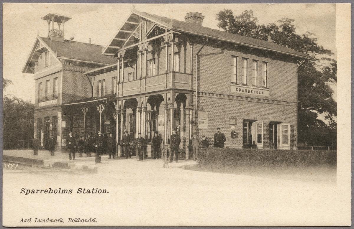Gruppfoto av personal vid station.