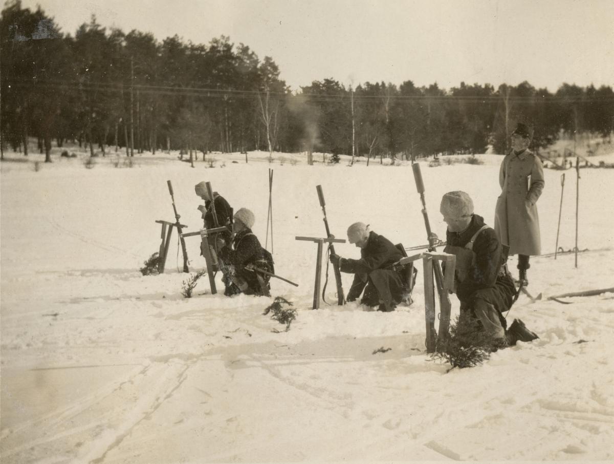 Stormsoldatskolan våren 1924. Skjutning med gevärsgranat.