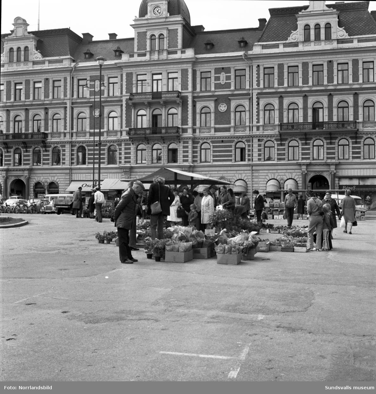 Torghandel på Stora torget i slutet av 1970-talet.