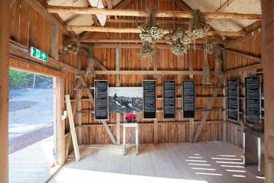 Utstilling i fjøs