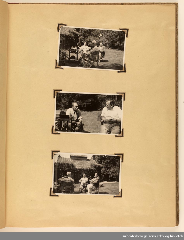 Album laget av Sissel Lie, gift Fosse og senere Bratz (1922-1983). Foto og utklipp fra tiden hun tjenestegjorde i Den norske hærs kvinnekorps i Storbritannia under andre verdenskrig. Hun oppnådde graden fenrik i kontrolltjenesten. Side 66: ( fortsettelse fra s 65 med overskrift tekst: STONEDENE.) Ulike bilder fra et type landsted i Stonedene, Dorset, England. Tre bilder av menn sittende i en hage. Øverst: Kronprins Olav, ukjent mann og Trygve Lie. I midten Kronprins Olav, Trygve Lie. Nederst bakfra ukjent mann, Kronprins Olav og Trygve Lie.