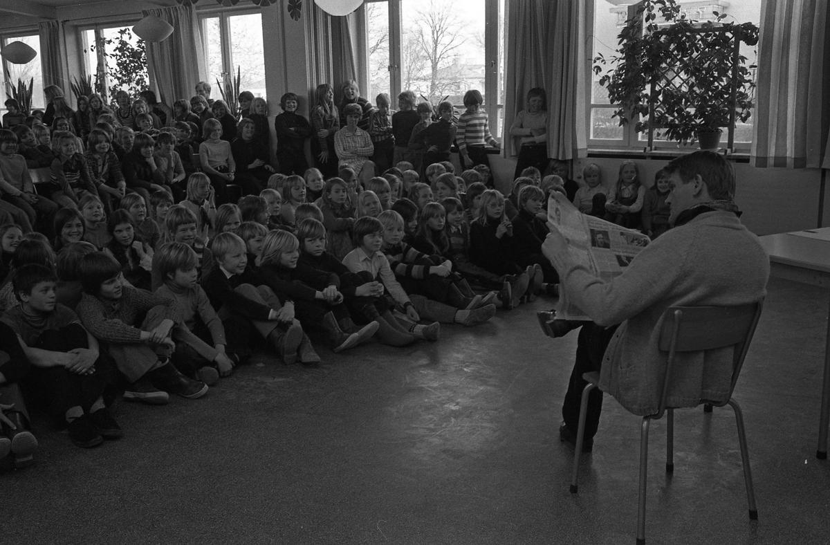 Arbetarnas Bildningsförbund, från Västerås, spelar teater för skolbarn.