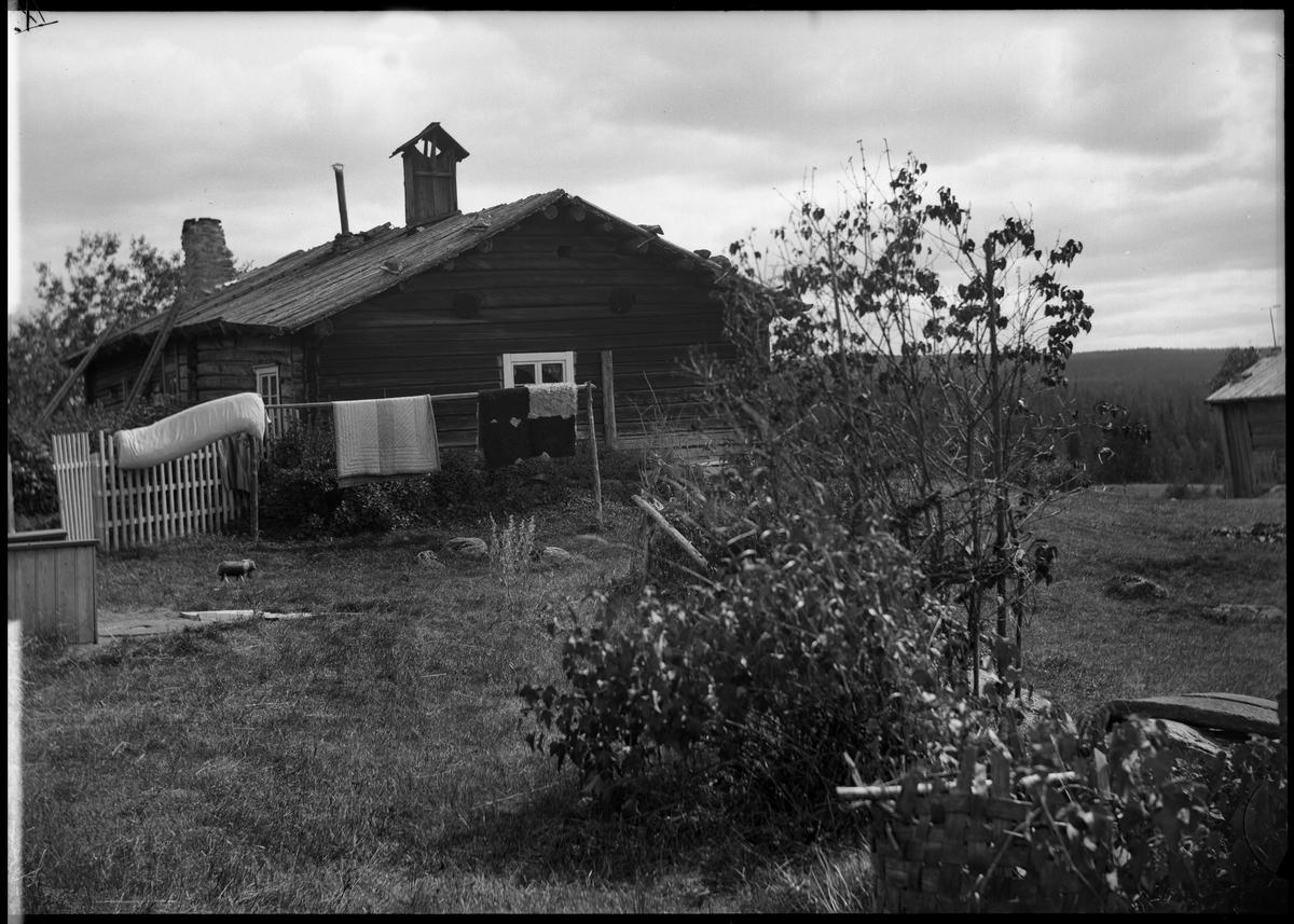 Rökstugubyggnad. Kvarntorp. Gavelbild från nordväst.
