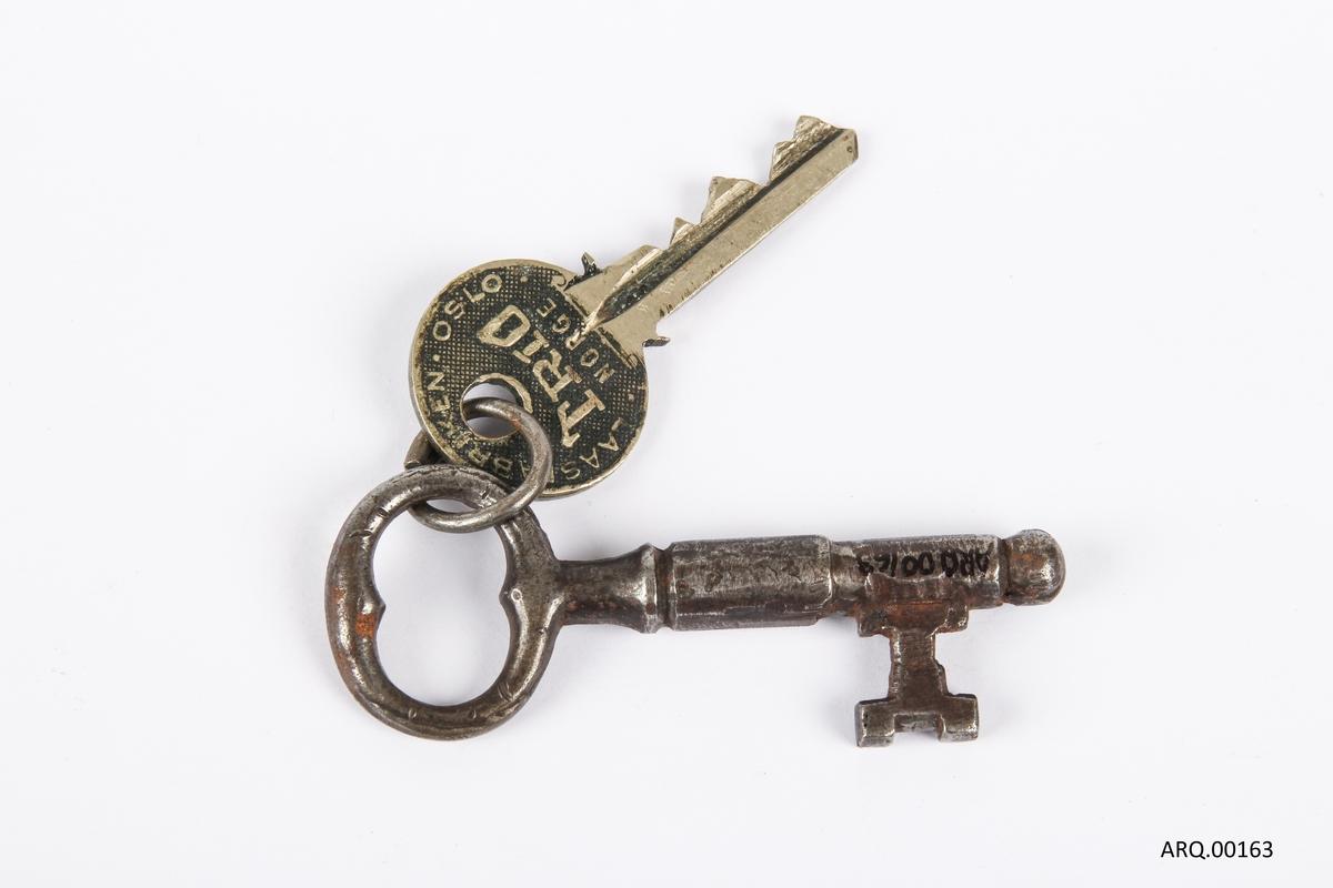 Nøkkelknippe med to nøkler