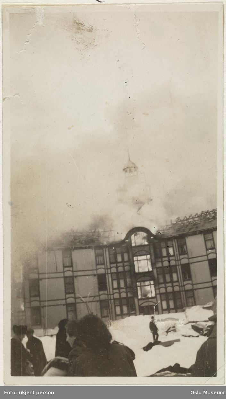 Voksenkollen sanatorium, brann, mennesker, snø