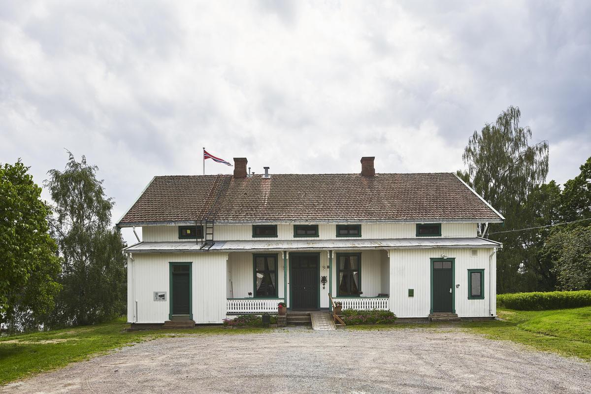 Hvit hus bygget i sveitserstil