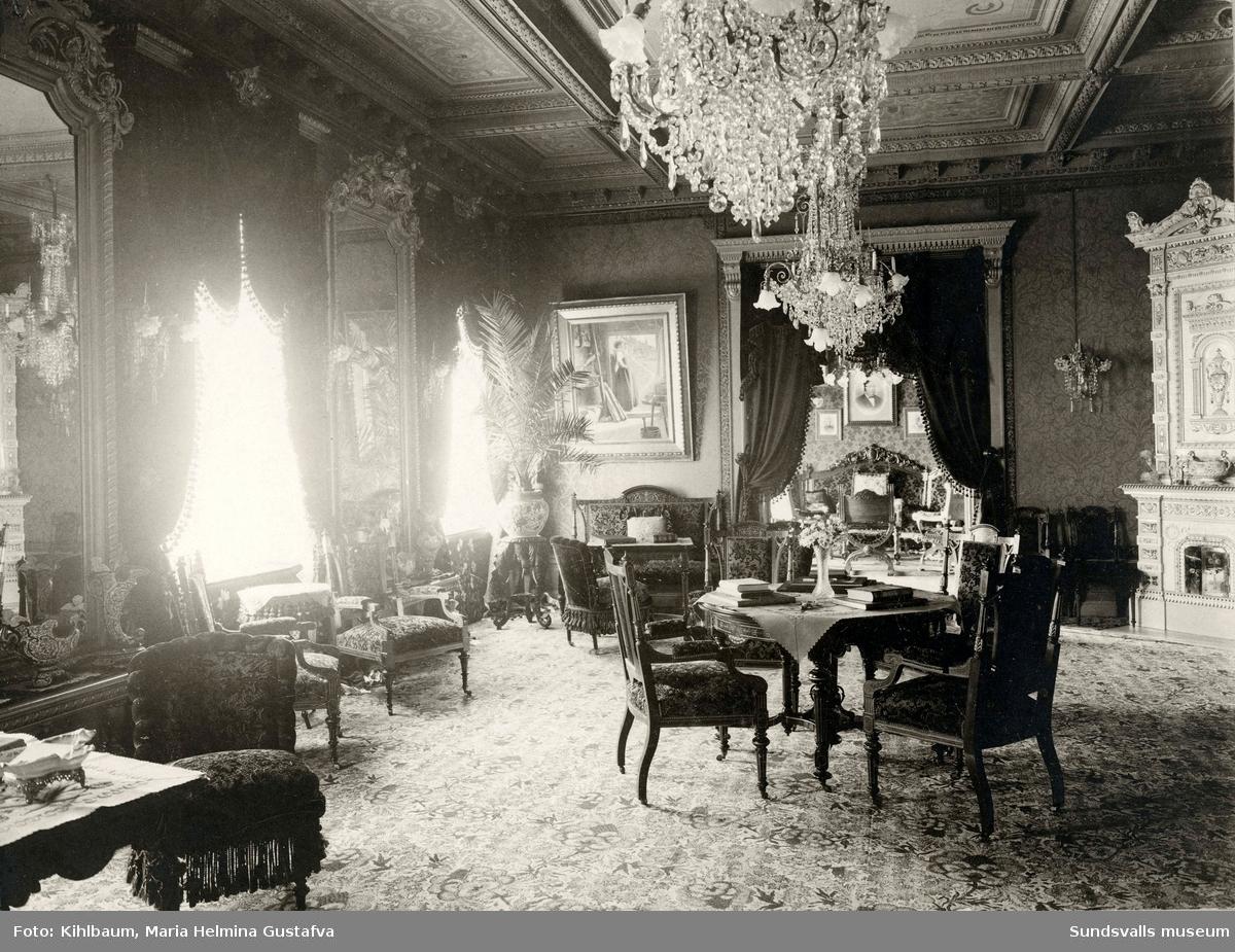 Interiör från grosshandlare Johan August och fru Maria Hedbergs bostad på Kyrkogatan 26 i Hedbergska huset. Fastigheten med tillhörande park donerades till Sundsvalls stad efter makarnas död.