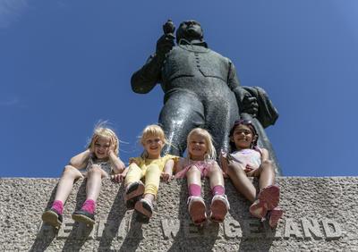 8._Wergeland-statuen.jpg
