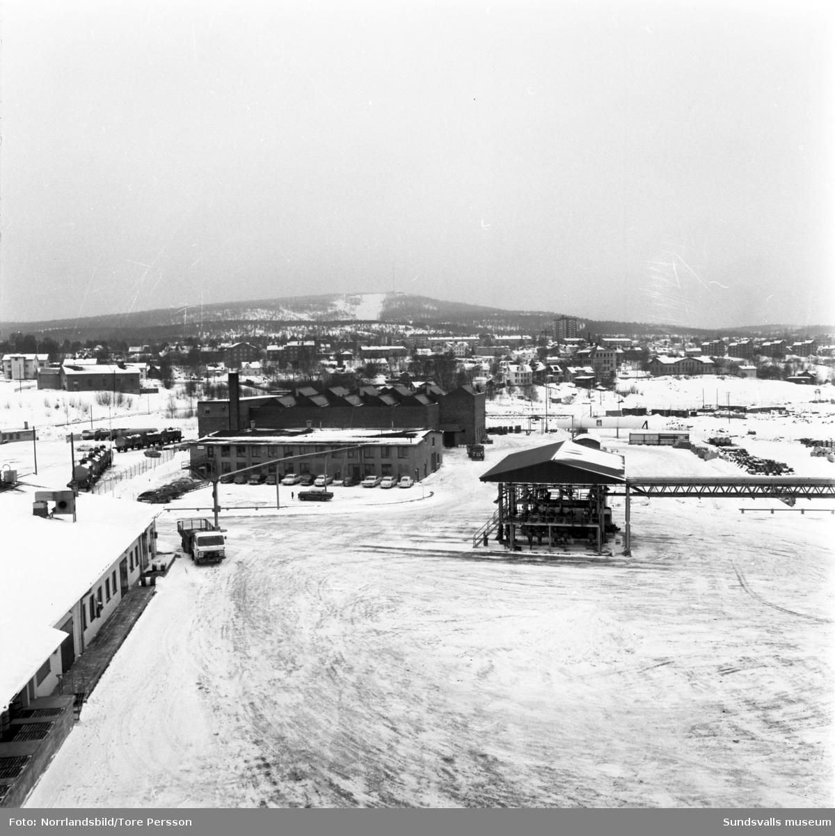 Vy tagen från Vindskärsudde/oljehamnen mot Skönsmon och Södra berget.