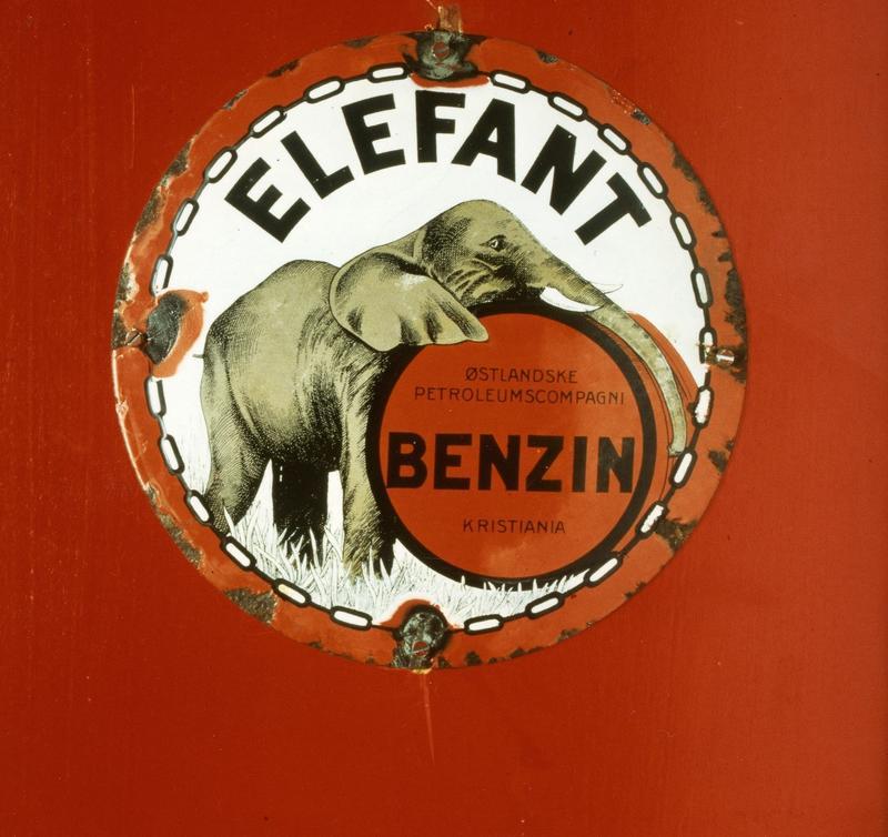 Reklame for Elefant Benzin. Foto: Statsarkivet i Stavanger. (Foto/Photo)