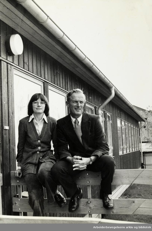 Majorstua Helse- og Sosialsenter. Daglig leder Steinar Rydland og veiledningssekretær Marianne Ranger. Mai 1975