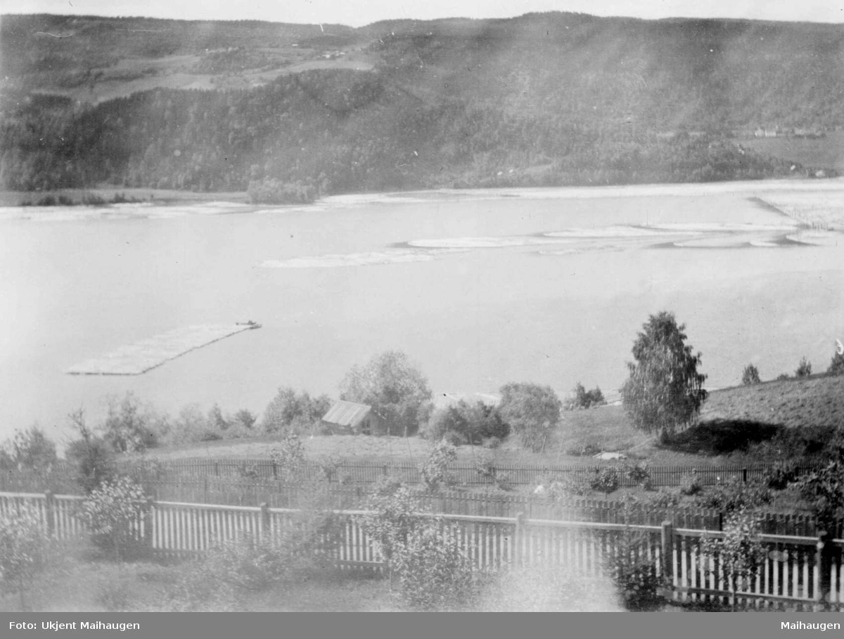 Repro: Utsikt mot Pinnikhaugen og Vingnes med lenseområdet i Mjøsa.