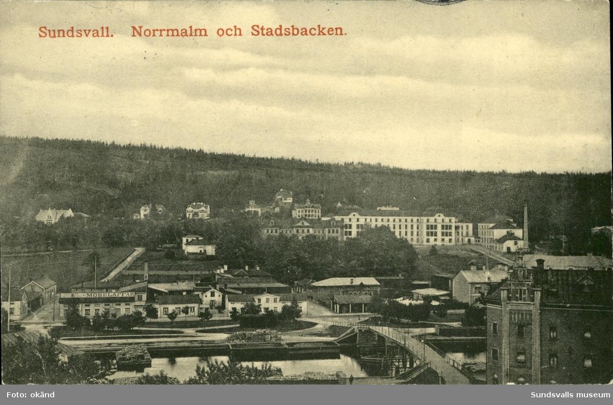 Vykort med motiv över Norrmalm och Stadsbacken i Sundsvall.