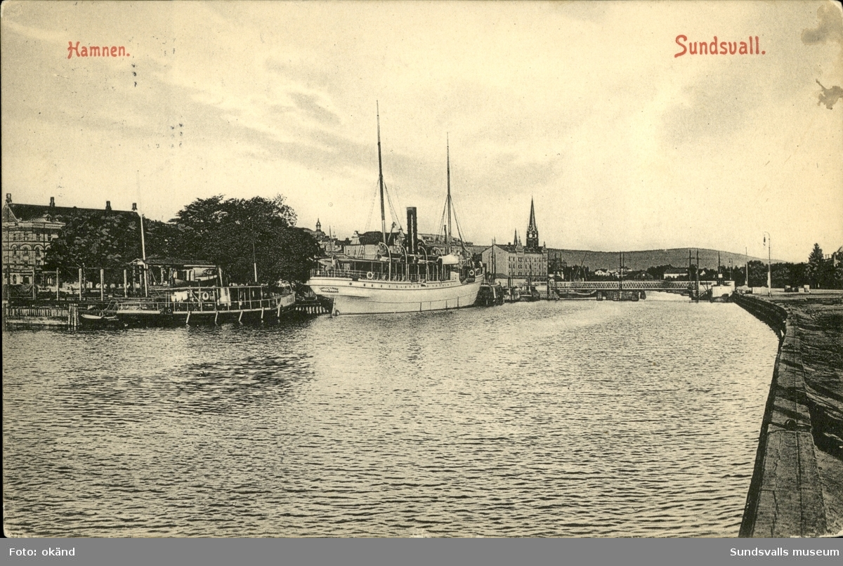 Vykort med motiv över hamnen i Sundsvall.