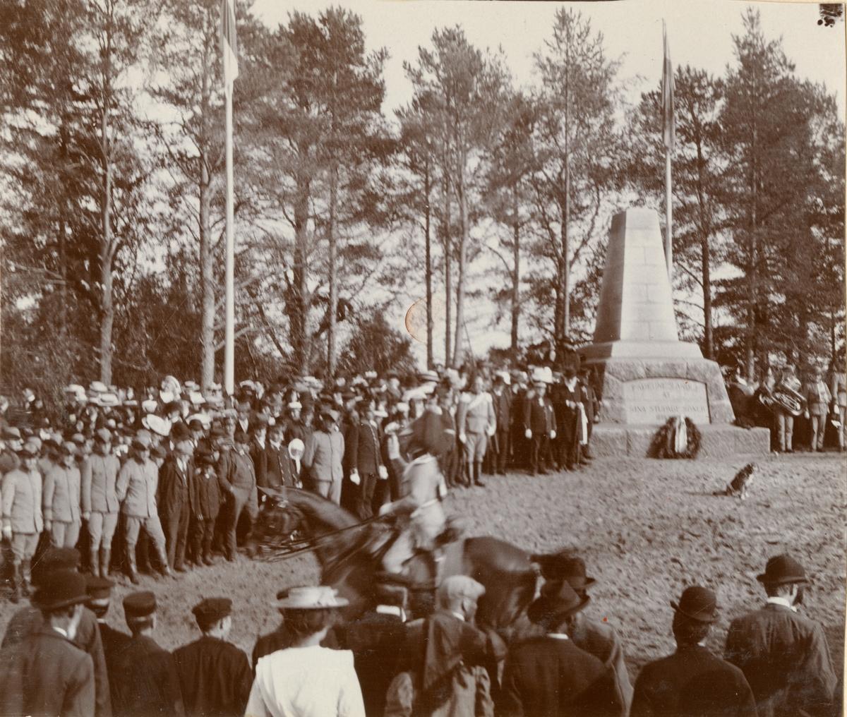 Avtäckande av minnessten vid Sävars slagfält.