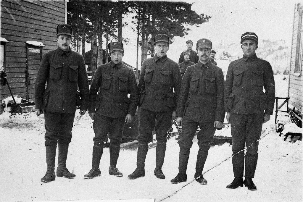 Timebuar i militære i 1920. F. v. ; Gabriel Njå, Abraham Kalberg, Reinert Kverneland og Martin Kverneland.