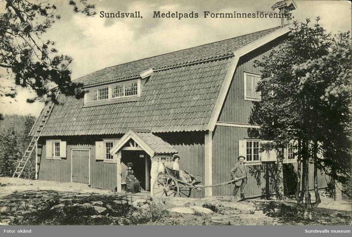 Vykort med motiv över byggnaden Trampmangeln på Norra berget i Sundsvall.