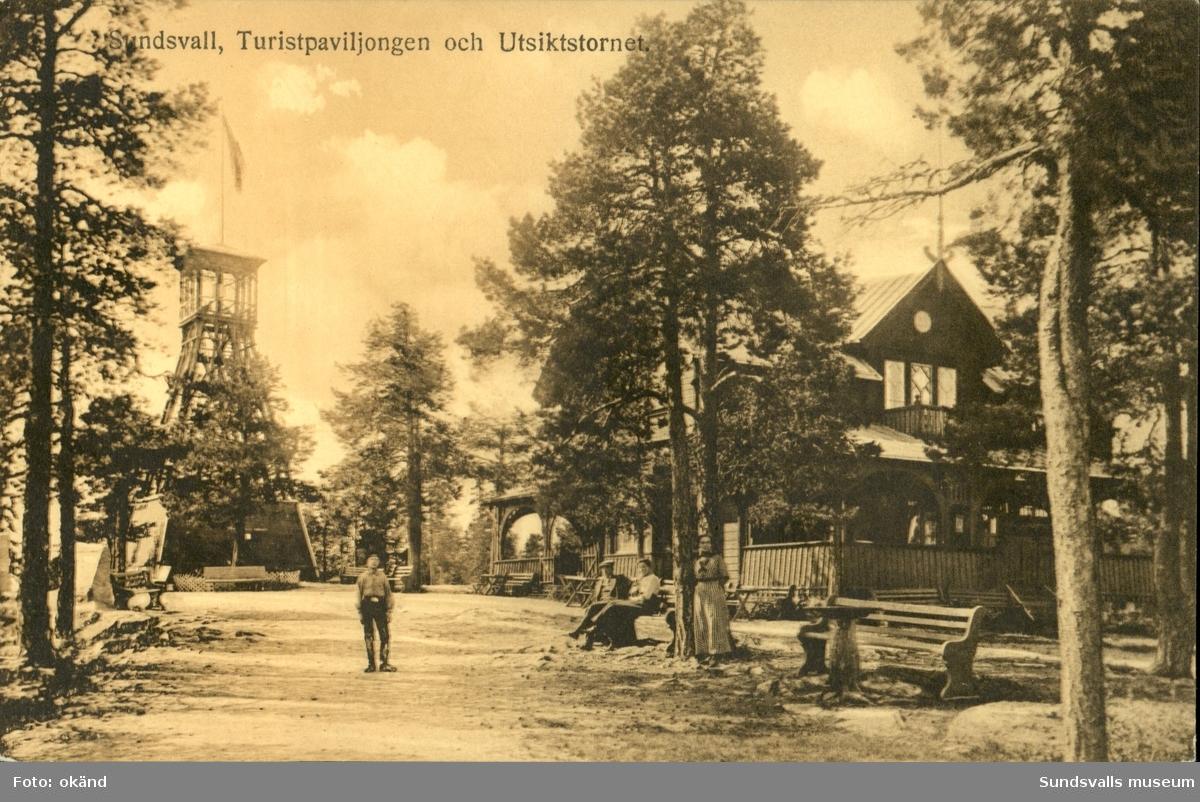 Vykort med motiv över Turistpaviljongen och Utsiktstornet i Sundsvall.