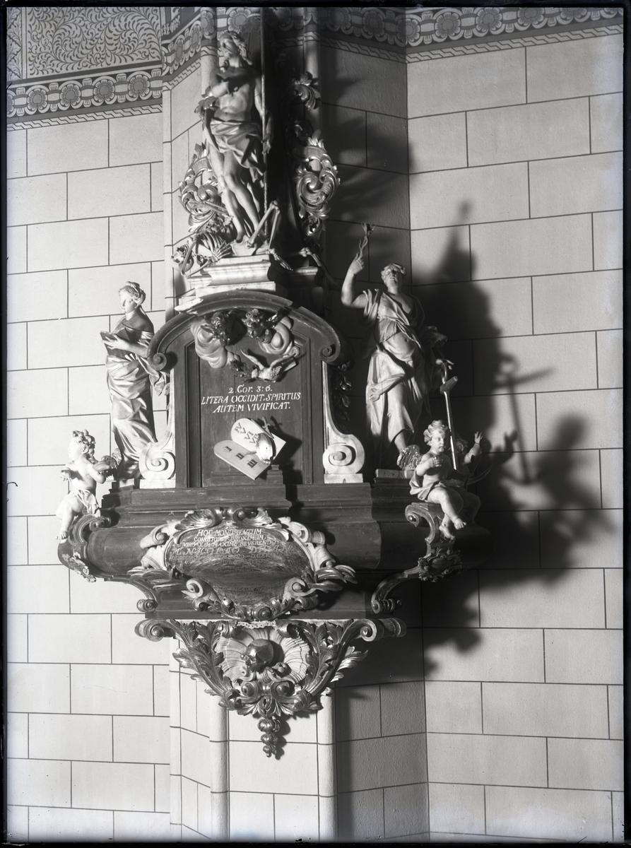 Epitafium över domprosten Nicolaus Divan, Västerås Domkyrka.