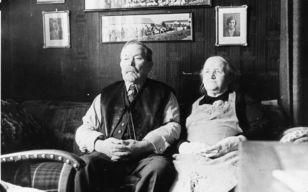 Ole Gabriel Kverneland (1854 - 1941) og kona Anna Malena f. Aasland (1863 - 1946)