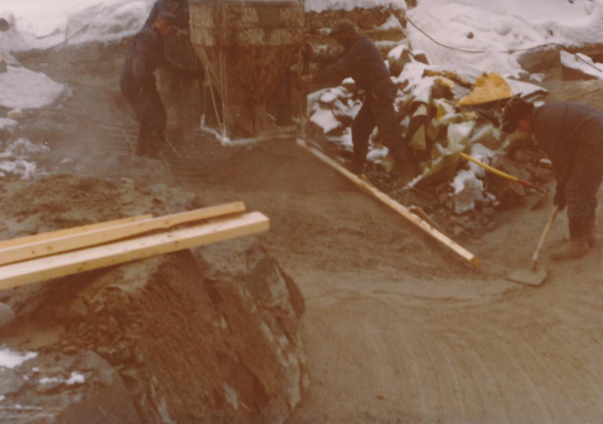 Støpningsarbeid i forbindelse med utbedringer av damanlegg på Kistefoss