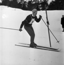 Distriktsmästerskap i Sundsvalls slalombacke. Två första bil