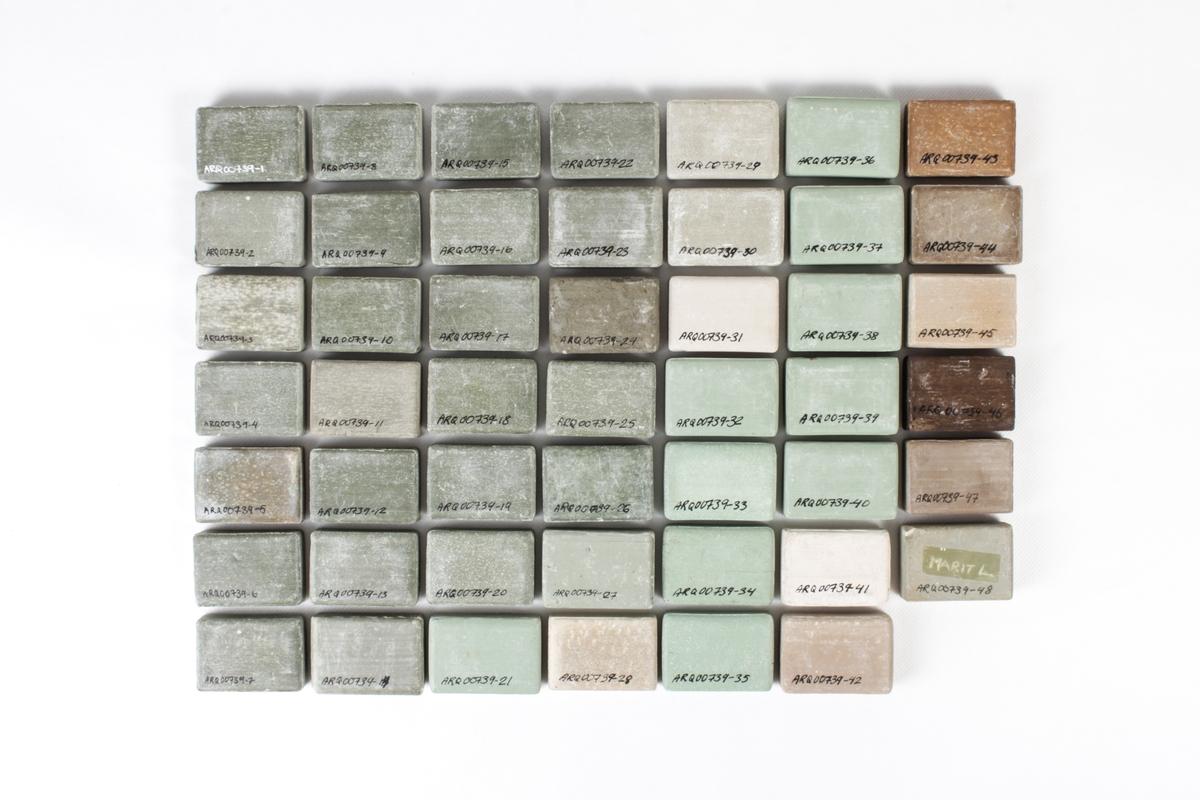 48 såpestykker i ulike farger.