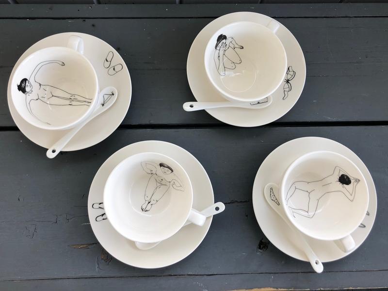 Fire kopper på skål