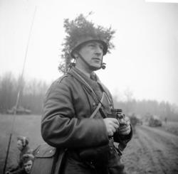 Sandstedt, Erik, sergeant, A 6. Hjälm med maskering. Motorja