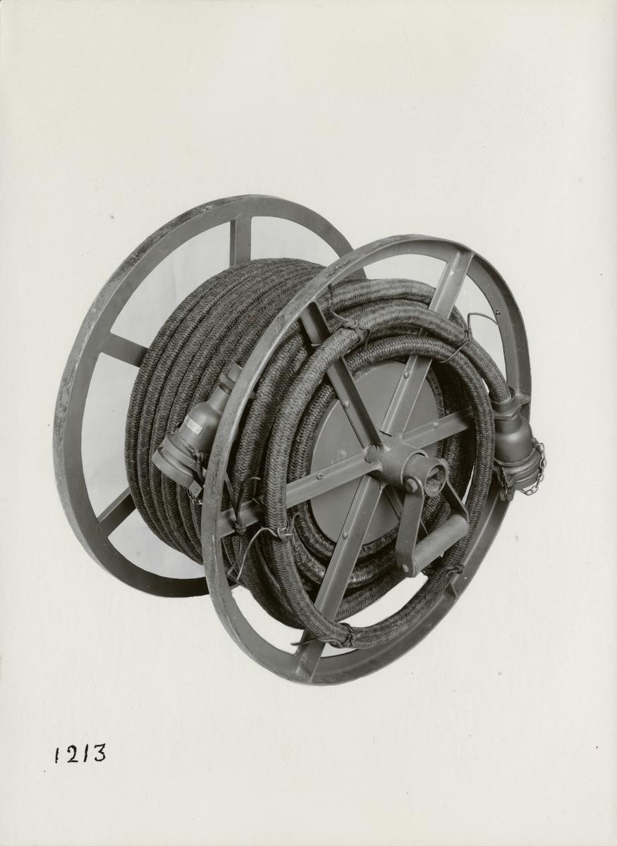 Bärbar kabeltrumma för manöverkabel. Tillverkad av Svenska Instrument Aktiebolaget (SIA).