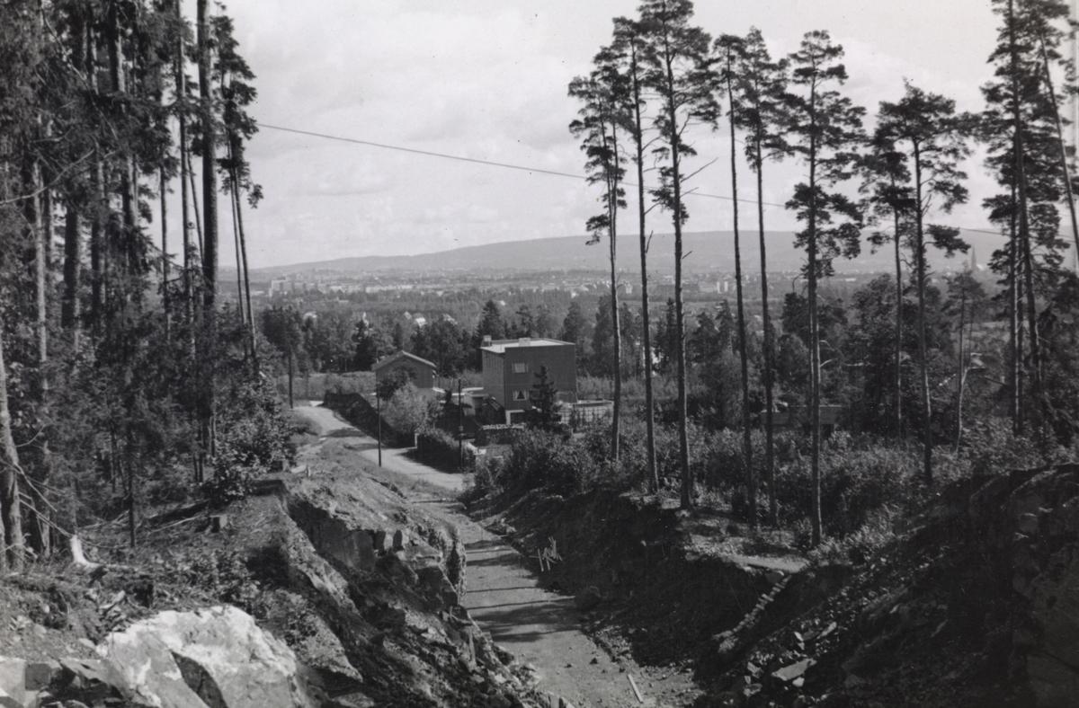 Fra byggingen av banen mellom Lysakerelven og Sørbyhaugen, her fra skjæringen ved Motebello