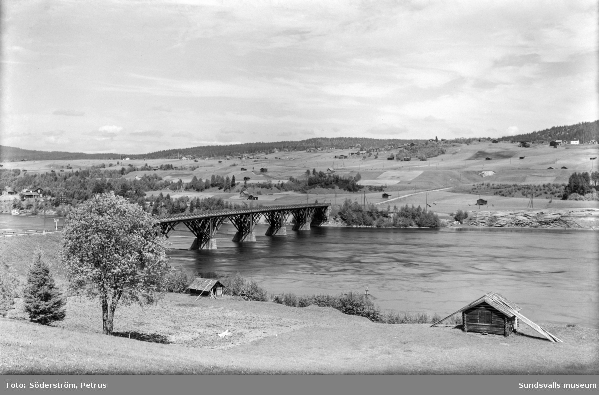 Första träbron vid Kävsta (byggd 1988-1889) och riven 1942.