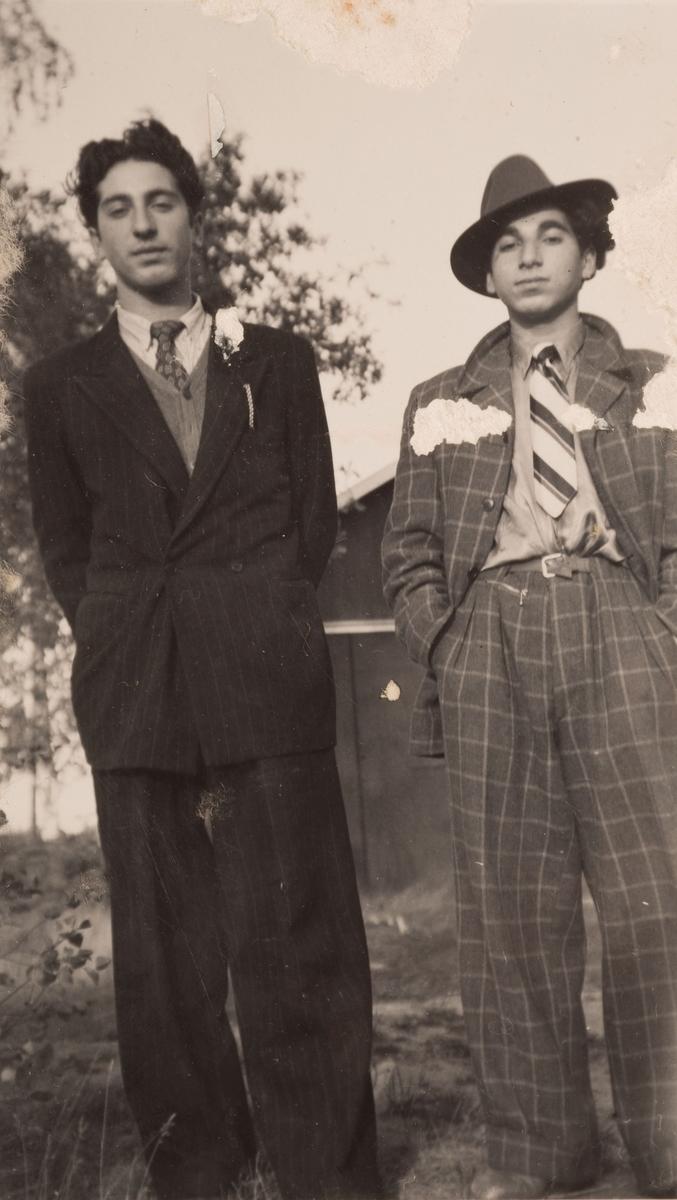 Två romska pojkar i Sandviken, september 1947.